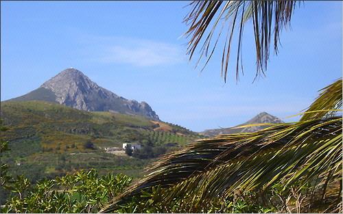 Blick auf die Hügel an der Südküste